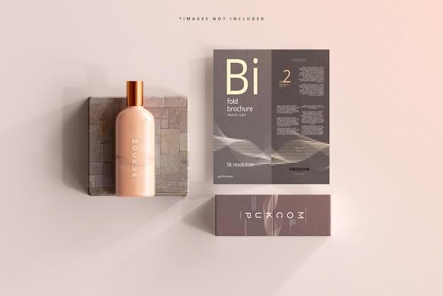 Maquette de bouteille cosmétique avec brochure à deux volets