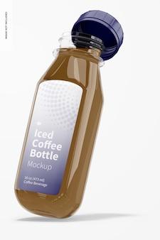 Maquette de bouteille en verre de café glacé, penchée