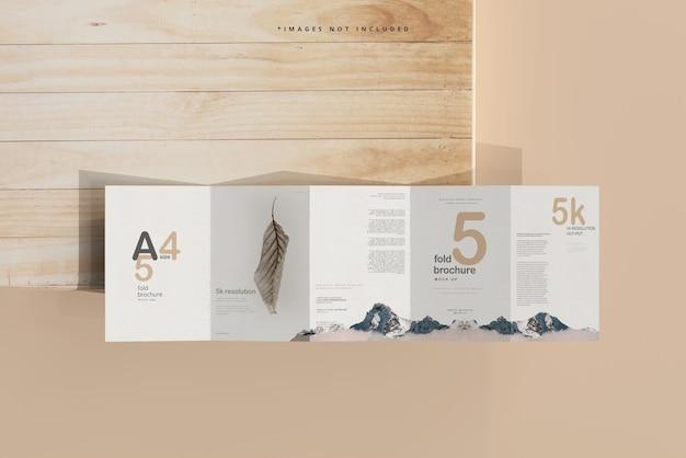 Maquette de brochure en cinq volets au format a4
