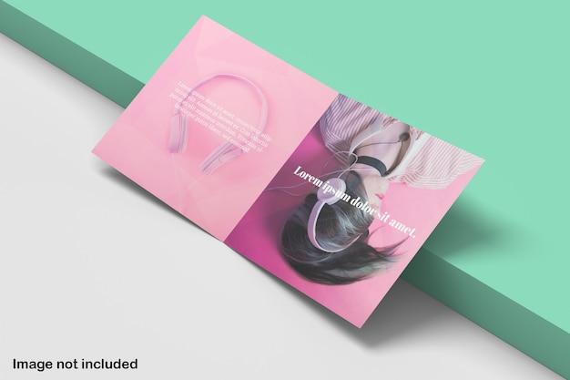 Maquette de brochure à deux volets carrés