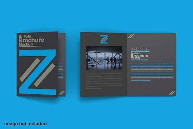 Maquette de brochure à deux volets vue latérale supérieure isolée