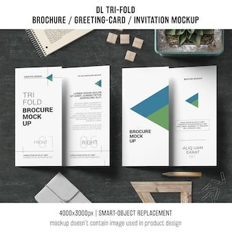 Maquette de brochure ou d'invitation à trois volets avec concept de nature morte
