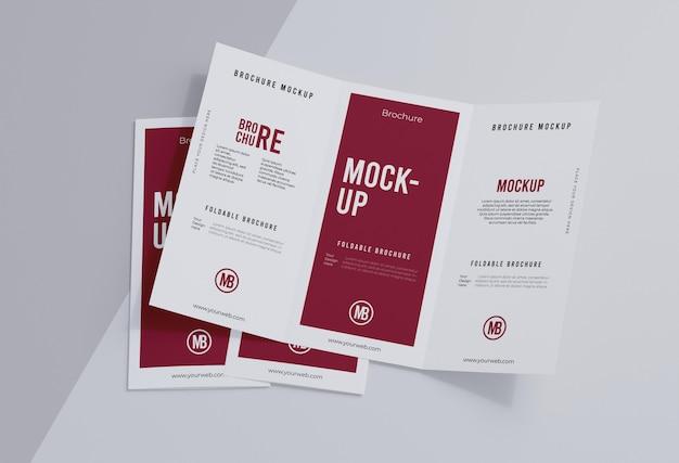 Maquette de brochure isolée sur blanc