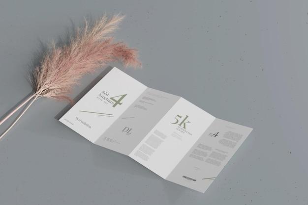 Maquette de brochure à quatre volets de taille dl