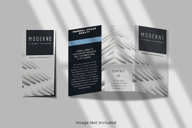 Maquette de brochure à trois volets avec une ombre
