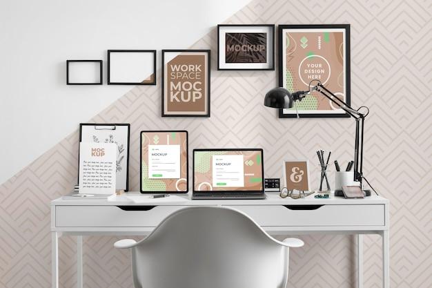 Maquette de bureau avec appareils