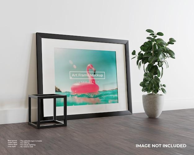 Maquette de cadre d'art sur plancher en bois foncé