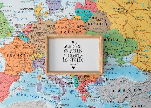 Maquette de cadre sur la carte de l'europe