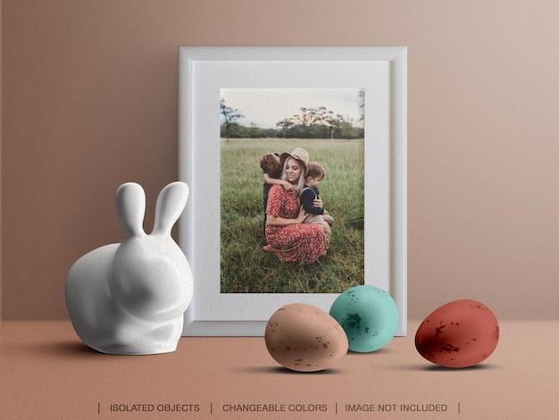 Maquette de cadre de carte photo de voeux de vacances avec décoration de pâques