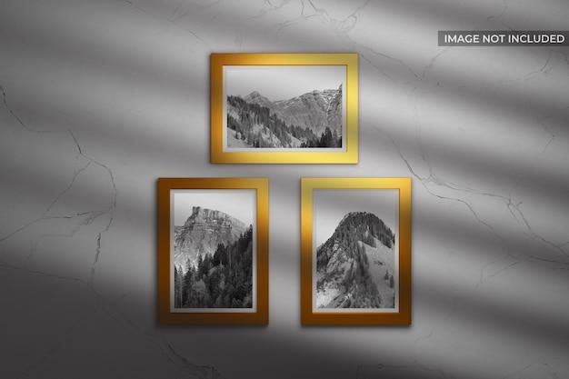 Maquette avec cadre doré photo debout sur le mur