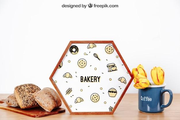 Maquette de cadre avec du pain et une tasse