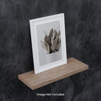 Maquette de cadre photo blanc sur étagère en bois