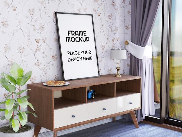 Maquette de cadre photo sur le bureau contre le mur