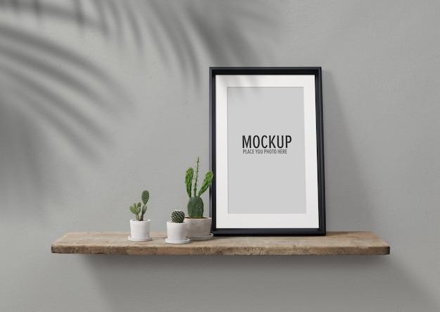 Maquette de cadre photo avec des cactus en pot