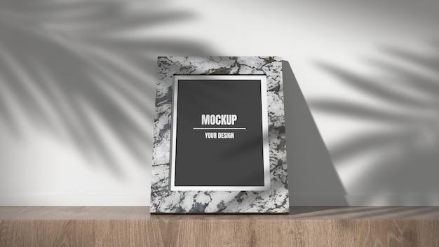 Maquette de cadre photo en marbre dans les feuilles d'ombre fond