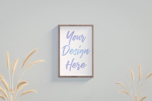 Maquette de cadre photo sur le mur près des épis de blé