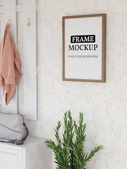 Maquette de cadre photo réaliste dans la chambre