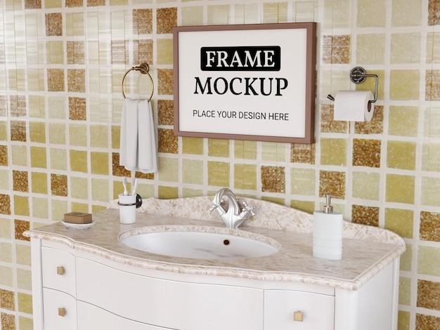 Maquette de cadre photo réaliste dans la salle de bain