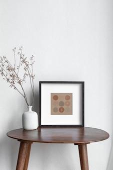 Maquette de cadre photo de table psd sur la table du salon