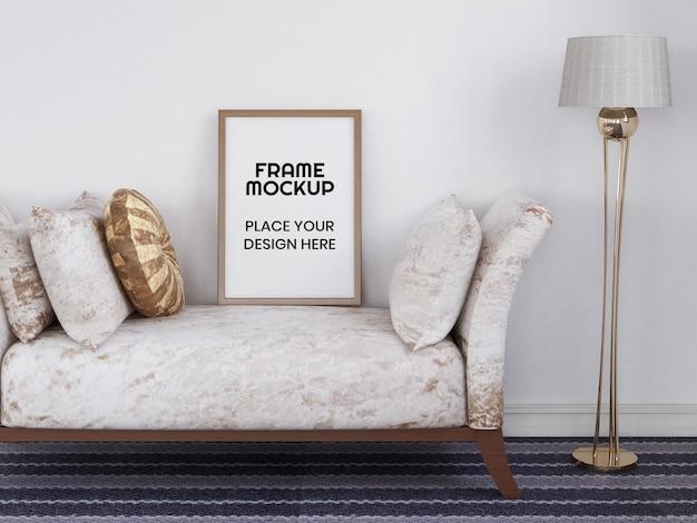 Maquette de cadre photo vierge sur la chaise