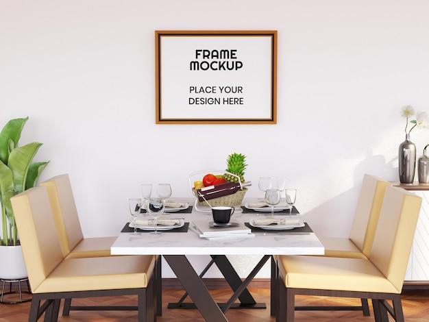 Maquette de cadre photo vierge dans la salle à manger