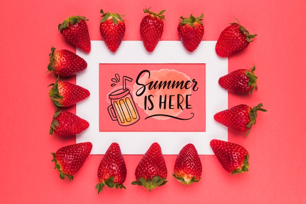 Maquette de cadre plat avec des fraises