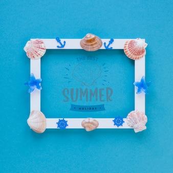 Maquette de cadre plat poser avec des éléments de l'été