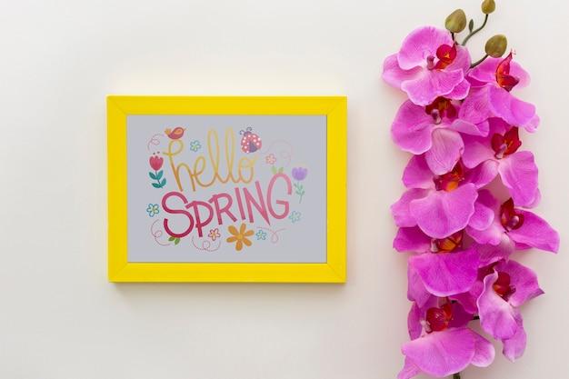 Maquette de cadre plat poser avec des fleurs de printemps