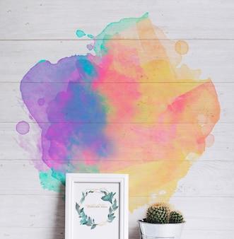Maquette de cadre de printemps avec mur avec des taches d'aquarelle