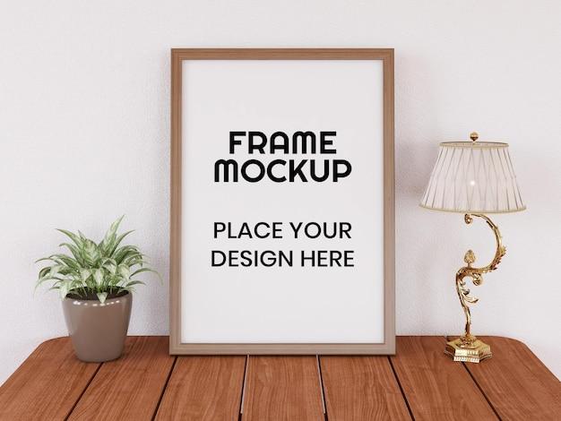 Maquette de cadre réaliste sur le bureau moderne