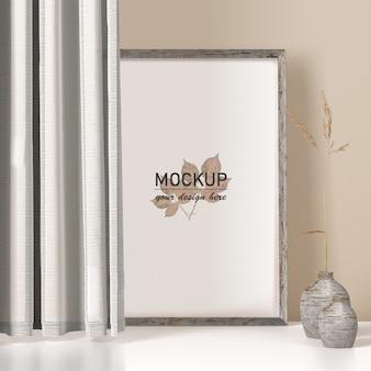 Maquette de cadre avec vase et rideaux