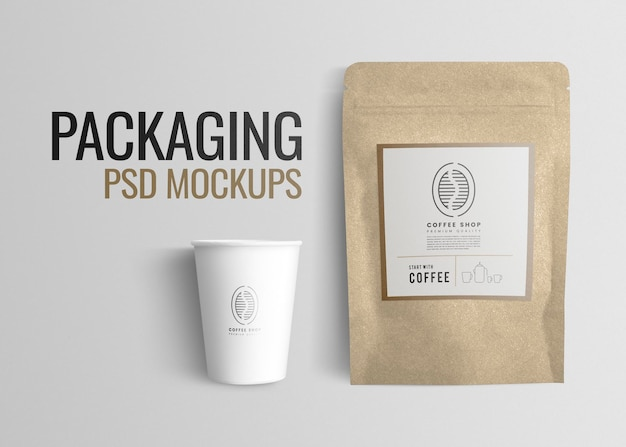 Maquette de café psd avec pochette à grains de café et tasse en papier