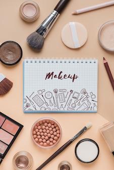 Maquette de cahier avec concept de maquillage