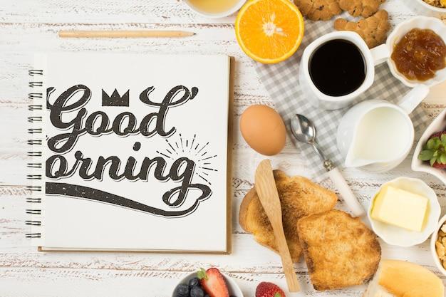Maquette de cahier avec concept de petit-déjeuner