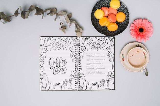 Maquette de cahier avec concept de printemps
