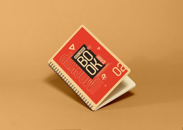 Maquette de cahier avec une couleur d'arrière-plan modifiable