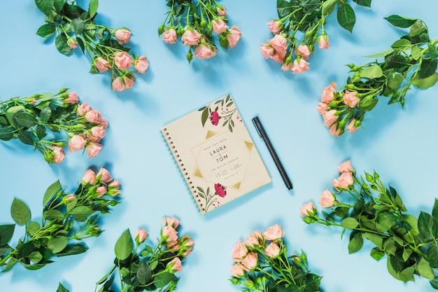 Maquette de cahier avec décoration florale pour mariage ou citation