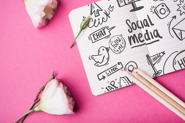 Maquette de cahier avec des roses