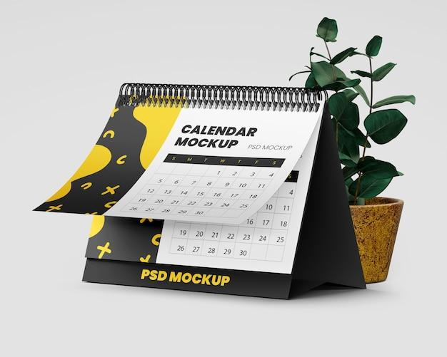 Maquette de calendrier de bureau en spirale avec plante