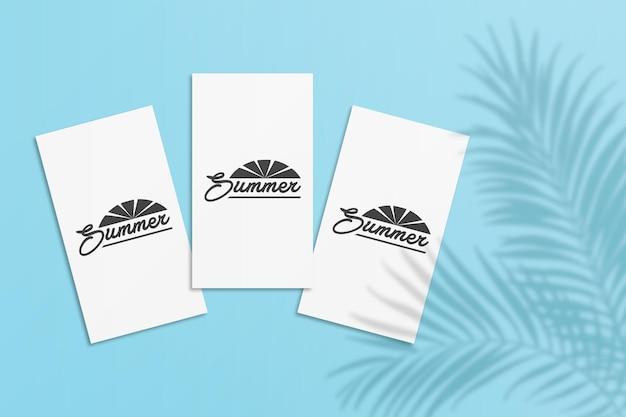 Maquette de carte d'été d'histoire d'instagram avec l'ombre de feuilles de palmier