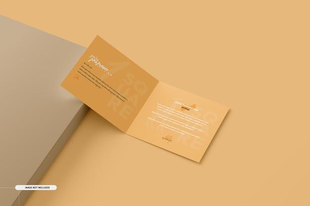 Maquette de carte d'invitation pliante carrée