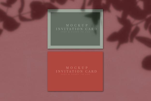 Maquette de carte d'invitation avec superposition d'ombre. modèle de présentation. rendu 3d