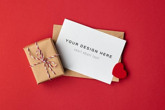 Maquette de carte saint valentin avec boîte-cadeau décorée