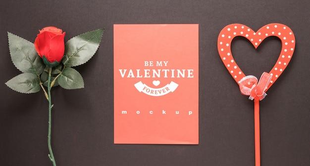 Maquette carte saint valentin avec composition décorative
