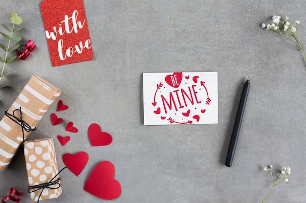 Maquette de carte de saint valentin vue de dessus