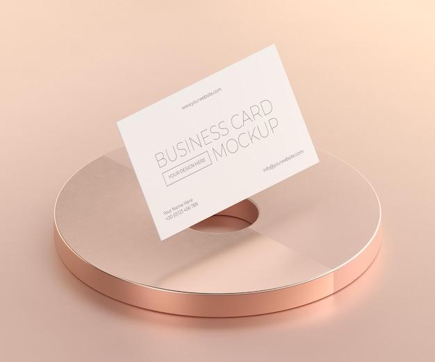 Maquette de carte de visite en cuivre métallique en lévitation