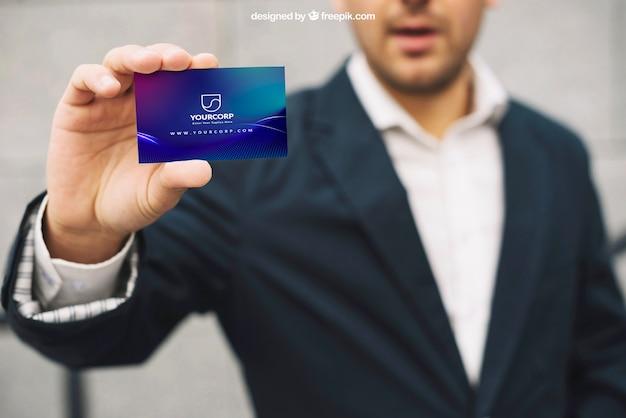 Maquette de carte de visite avec homme d'affaires