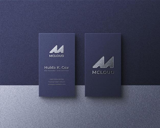 Maquette de carte de visite de luxe avec effet de feuille de métal argenté