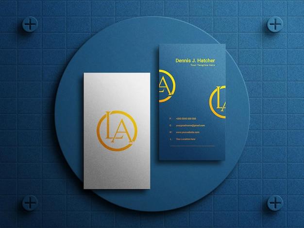 Maquette de carte de visite de luxe horizontale moderne sur fond bleu