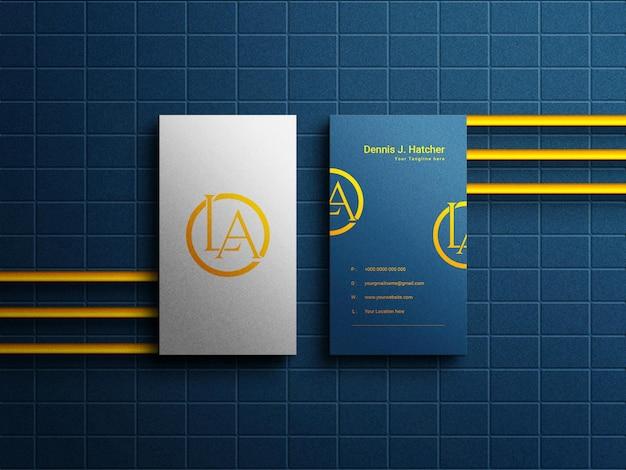 Maquette de carte de visite de luxe horizontale moderne sur fond de texture de mur bleu